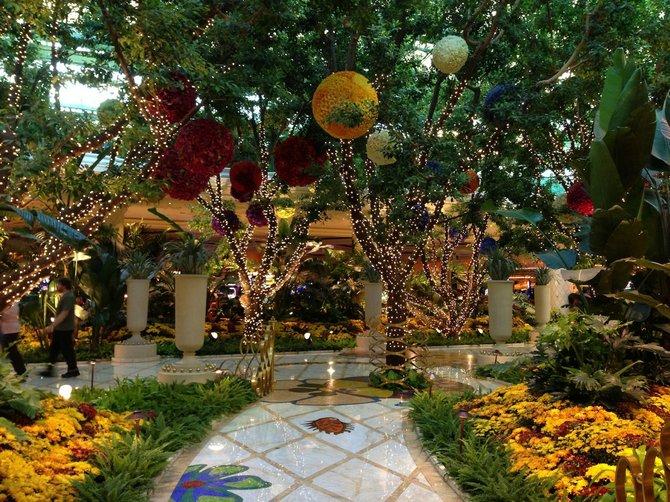 Pretty sparkly flower display at the Wynn